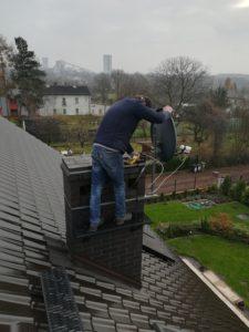 ustawienie anten satelitarnych na dachu domku jednorodzinnego Śląsk