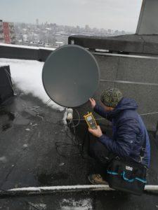 Ustawienie anteny satelitarnej miernikiem