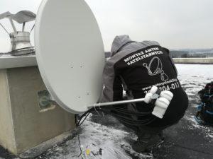 Montowanie wszystkich kabli i położenia anteny satelitarnej